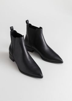 Leather Chelsea Boots Chelsea-Lederstiefel – Schwarzes Leder – Chelseaboots – & Other Stories Boots Chelsea, Black Leather Chelsea Boots, Black Boots Flat, Womens Chelsea Boots, Black Chelsea Boots Outfit, Pointed Chelsea Boots, Pointed Ankle Boots, Black Booties, High Boots