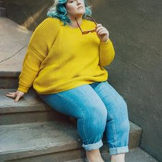 they call me mellow 🌼 wanna get my outfit? it's half off heyheyhey! use at checkout, then tag me so we can be twins 👯♀️ . dropped shoulder jumper boyfriend jeans alexa loafer via Plus Size Fall Outfit, Plus Size Outfits, Trendy Outfits, Fall Outfits, Fat Fashion, Curvy Fashion, Plus Size Fashion, Looks Plus Size, Plus Size Model