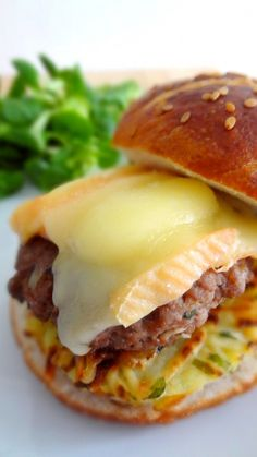 Burger Alsacien (pain bretzel, röstis et munster)