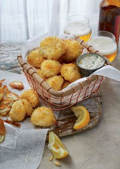 "These crispy oven-""fried"" scallops are a lighter take on classic fried scallops, which involves baking them in a panko bread crumb topping. Seafood Scallops, Fried Scallops, Sea Scallops, Crispy Oven Fries, Fries In The Oven, Fish Recipes, Seafood Recipes, Cooking Recipes, Recipies"