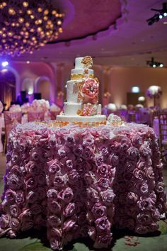 Cake table overflowing with roses. Wow.