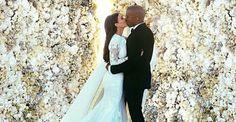 """Kim Kardashian mostra o momento do """"sim"""" no altar com Kanye West"""