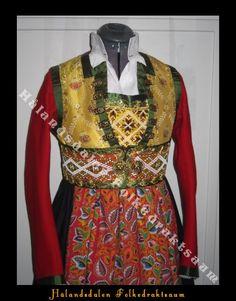norske bunader fusa - Google-søk Norway, Costumes, Genealogy, Google, Diva, Traditional, Embroidery, Fashion, Hardanger