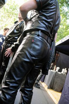 I'm into leather and into men in leather - I also love jeans and bulges... have a look! Ich steh'...