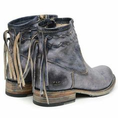 Appropriately named.the Craven boot by Bedstu will have you at first sight. This gorgeous color that has a blue hue boasts black, gray and blue tones on the leather. Inside zipper for easy on and of Bootie Boots, Shoe Boots, Ankle Boots, Shoe Bag, Fall Booties, Ugg Boots, Crazy Shoes, Me Too Shoes, Outfits Hipster