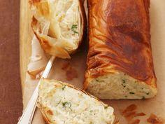 Das Superfood Süßkartoffel ist nicht nur lecker, sondern auch gesund! Fisch-Kartoffel-Strudel aus Filloteig - smarter - Zeit: 40 Min. | eatsmarter.de