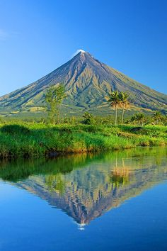 Mt Mayon Wallpaper. #mtmayon #philippines #volcano #iphone #wallpaper Volcano Drawing, Philippines Wallpaper, Volcano Wallpaper, Iloilo City, Exotic Beaches, Tropical Beaches, Hiking Spots, Tourist Spots, Philippines Travel