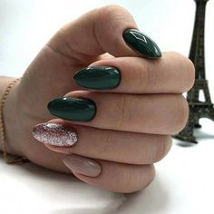 Nail art Christmas - the festive spirit on the nails. Over 70 creative ideas and tutorials - My Nails Red Acrylic Nails, Acrylic Nail Designs, Holiday Nails, Christmas Nails, Green Christmas, Fall Nails, Love Nails, My Nails, Green Nail Designs