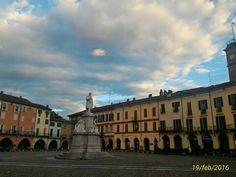 P.azz Cavour...Vercelli