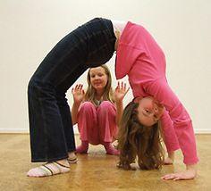 Für Kinder haben die Seminarhäuser von Yoga Vidya in Bad Meinberg, an der Nordsee, im Westerwald und im Allgäu immer mehr Angebote, die die Eltern mit ihren Kindern nutzen können, um dem Alltagsstress zu entkommen. Aus einer einfachen Kinderbetreuung ist ein vielseitiges Kinderyoga Kursangebot geworden, welches gerne genutzt wird.