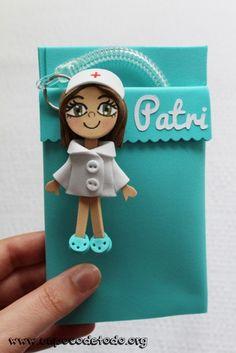 www.unpocodetodo.org - Salvabolsillos de Noemi Patri y Elena - Salvabolsillos - Broches - Goma eva - crafts - custom - customized - enfermera - enfermeria - foami - foamy - manualidades - nurse - personalizado - portabolis - 6