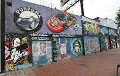 Graffitis en Av Suba   Fotos: Mauricio Leon