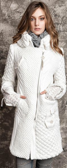 White winter coat. Love this. would get dirty, but cute!♡