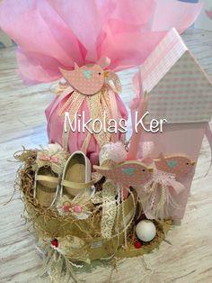 Πασχαλινή σύνθεση με παπουτσάκια, σοκολατένιο αυγό & λαμπάδα. Handmade by Nikolas Ker. www.nikolas-ker.gr Gift Wrapping, Easter, Gifts, Globes, Gift Wrapping Paper, Presents, Wrapping Gifts, Favors, Wrap Gifts