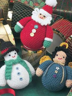 Roly-Poly Characters (free crochet pattern): these remind me of the snowmen my Mom used to make :)