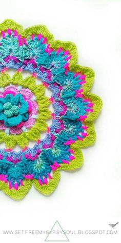 Big 3D Flower Mandala Bohemian Blue Bubblegum Betty   Free Crochet Pattern - Make this big, bright, and beautiful flower Bohemian Mandala 'Blue Bubblegum Betty' using a fun combination of treble crochet, double crochet, htc and chains with this free crochet pattern