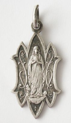 Exquisite old religious medal Virgin Mary Catholic Medals, Catholic Gifts, Catholic Art, Religious Icons, Religious Art, Madonna, The Good Catholic, Images Of Mary, Sign Of The Cross