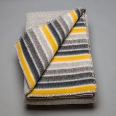 Et nydelig varmt pledd i ull fra Røros Tweed. Selges hos Norsk Flid Husfliden. Kr. 1.450,-