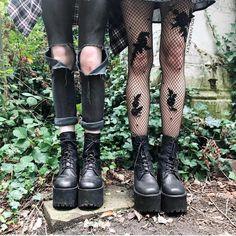"grunge aesthetics🌙 on Instagram: ""Left or right? 🖤 [credit: @oliviaemilyx]"" #grungeoutfits Grunge Goth, Grunge Style, Black Grunge, Goth Style, Punk Outfits, Grunge Outfits, Mode Outfits, Stylish Outfits, Fashion Mode"