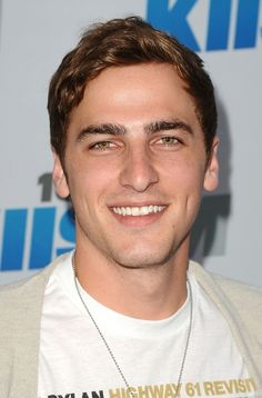 Kendall Schmidt Age, Weight, Height, Measurements - http://www.celebritysizes.com/kendall-schmidt-age-weight-height-measurements/