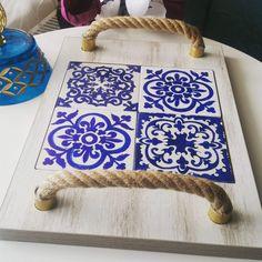 #çini deseni #çini #çinili tepsi #peynir tabağı #sunum tepsisi # ahşap tepsi #desen #tasarım #ev dekorasyonu #hediye #osmanlı #tasarım Scrap Wood Projects, Craft Projects, Projects To Try, Tile Crafts, Wood Crafts, Easy Diy Crafts, Crafts To Do, Tile Art, Mosaic Art