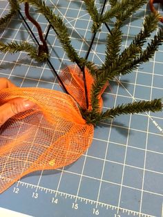 Carrot Wreath Tutorial - How to make a Deco Mesh Carrot Shaped Wreath Christmas Mesh Wreaths, Easter Wreaths, Deco Mesh Wreaths, Mesh Wreath Tutorial, Diy Wreath, Burlap Wreath, Easter Flower Arrangements, Easter Flowers, Easter Projects