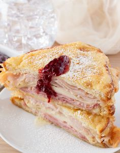 Monte Cristo Sandwiches | Such a fun and delicious meal... the monte cristo sandwich can be controversial. People either love it or hate it... which are you? | http://thechunkychef.com