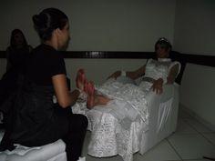 Noiva fazendo massagem, afinal ela merece