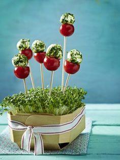 Das Rezept für Tomaten-Mozzarella-Lollies und weitere kostenlose Rezepte auf LECKER.de