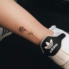 Tattoo tiny rose beautiful ideas for 2019 Tiny Rose Tattoos, Rose Tattoos For Women, Black Rose Tattoos, Flower Tattoos, Small Tattoos, Tattoos For Guys, Tiny Tattoo, Trendy Tattoos, Popular Tattoos