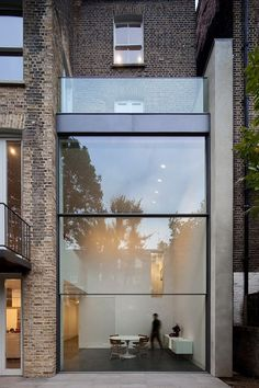 Town House in London. Vitrocsa: Guillotine window. Architect: Paul+O www.vitrocsa.co.uk