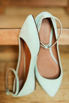 mint shoes - These are billed as wedding shoes since I don't wear heels or bridesmaids Ballerinas, Shoes Valentino, Balenciaga Shoes, Gucci Shoes, Louboutin Shoes, Chic Chic, Cute Flats, Pretty Shoes, Dusty Blue