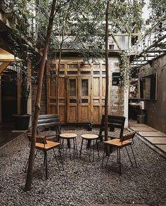 Cafe Interior Design, Cafe Design, Home Interior, Interior Architecture, Interior And Exterior, House Design, Interior Decorating, Diy Yard Furniture, Outdoor Restaurant Design