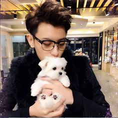 EXO's Tao takes a lovely photo with his pup, Kandy!...One of the sweetest Pictures I have ever seen!! ♥-♥ I WANT THIS DOG!!