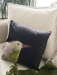 Housse de coussin tissu effet velours 18 x 18 lavable Bird Pillow, Art Textile, Bird Drawings, Beige, Grey, Black Fabric, Boutiques, Whimsical, Pillow Covers