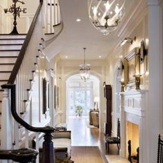 I could def have an entry way that looked like this.. diffenrent colors n decor of course.. but love the layout!