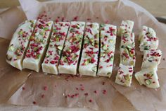 Simple recipe for slow cooker white chocolate, pistachio and raspberry fudge, perfect for festive homemade edible gifts Slow Cooker Fudge, Slow Cooker Desserts, Crock Pot Slow Cooker, Slow Cooker Recipes, Crockpot Recipes, Cooking Recipes, Fudge Recipes, Candy Recipes, Holiday Recipes