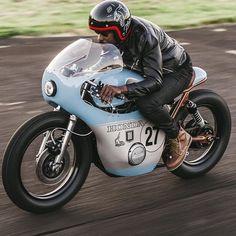 Escape the Monday blues with Anthony Scott's stunning Honda CB550⚡️ #caferacergram #restomod #caferacer #hondamoto #cb550 #motogram #vintagebike #periodcorrect