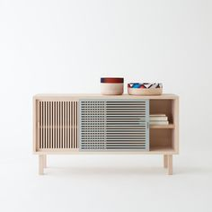 now that's a nice record cabinet canditate | Colonel - Buffet, enfilade, bois massif, hêtre, couleur