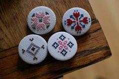 perfect execution Mini Cross Stitch, Handcrafted Jewelry, Handmade, Textile Jewelry, Crossstitch, Embroidery Stitches, Needlepoint, Cross Stitch Patterns, Needlework