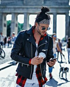 #style @_richard_peterson . . . #richardpeterson #style #bandana #xadrez #jaquet #leather #destroyed #tshirt