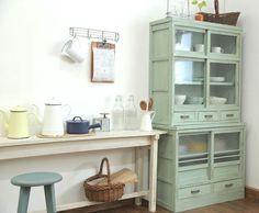 食器棚 壁紙 | ナチュラルなペイント食器棚と ...