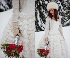 bride cardigan and red winter bouquet #winterbride #cardigan #bouquet
