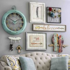 Bring a shabby chic charm to your home by adding pieces of wall decor. They are… Bring a shabby chic charm to your home by adding pieces of wall decor. Shabby Chic Mode, Estilo Shabby Chic, Shabby Chic Living Room, Shabby Chic Bedrooms, Shabby Chic Kitchen, Shabby Chic Furniture, Shabby Chic Decor, Living Room Decor, Living Rooms