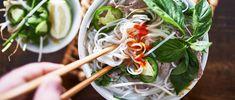 Vietnamská polievka Pho s ryžovými rezancami a kuracím mäsom