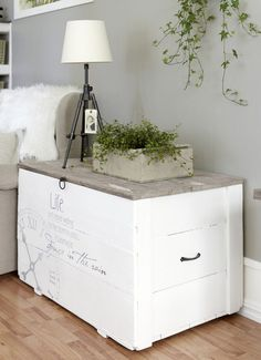 Potato box for storage Idea! Use an old potato crate for tables and storage. This was painted by stencils and freehand...pinned from Norwegian website