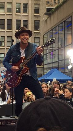I just saw Niall Horan for the first time perform on the todays show! He was incredible and better than I ever could have imagined! At the end he even played the electric guitar part to Best Song Ever and all the fans sang the lyrics. May 29,2017