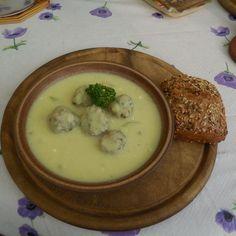 Zucchinisuppe mit Hackbällchen, ein gutes Rezept aus der Kategorie Eintopf. Bewertungen: 90. Durchschnitt: Ø 4,5.