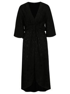 Skvělý střih a příjemný materiál se snoubí v tomto nadčasovém kousku od značkyMiss Selfridge.  Typ: vzorované šaty se zvonovými rukávy,...
