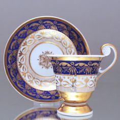 KPM Berlin um 1800: Tasse mit Rosettenhenkel, radiertes Gold, Fond matt Blau cup, 1800s, cabinet cup, blue, gold